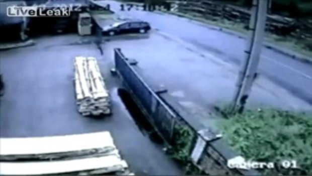 หลับใน! จนรถเสียหลักเหวี่ยงชนจนเละในสโลวาเกีย