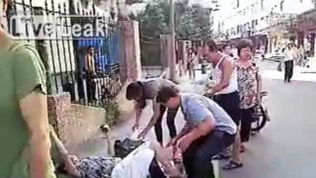 หญิงท้องทนไม่ไหว คลอดลูกข้างถนน