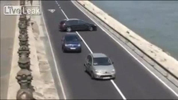 เมื่อสาวๆ ขับรถ