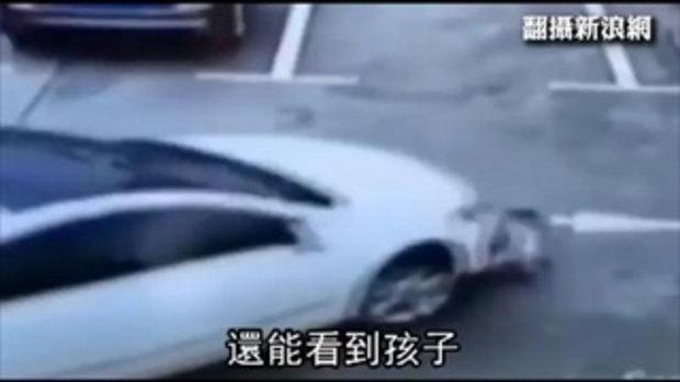 ช็อก! เล่นมือถือไม่มองทาง-ขับรถเหยียบเด็ก 3 คน กลางลานจอดรถ