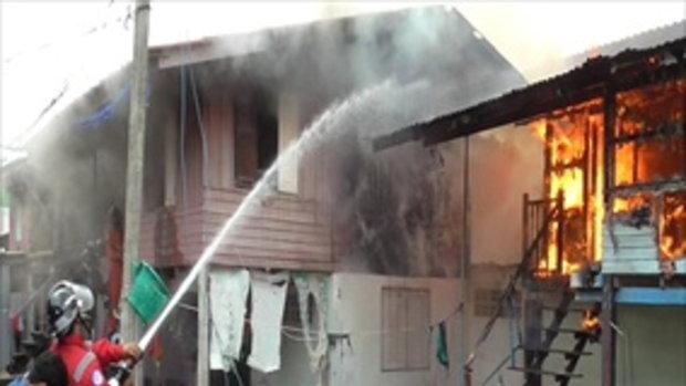 เพลิงเผาบ้านไม้หวิดวอดทั้งหลัง รูปเสด็จพ่อ ร.5 ไม่ไหม้