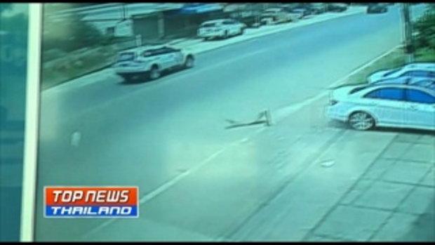 วงจรปิดจับภาพรถเก๋งซิ่งชนรถจักรยานข้างทาง 2 คันซ้อน เสียชีวิต 2 ราย บาดเจ็บสาหัส 1 ราย