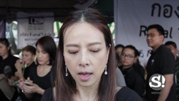 ทีมชาติไทยถวายสักการะพระบรมศพเบื้องหน้าพระบรมฉายาลักษณ์ในหลวงรัชกาลที่9