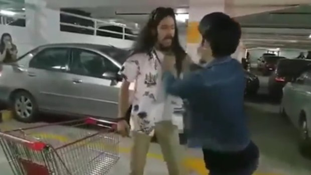 กราบรถกู