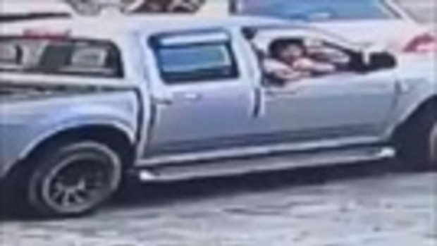 ชาวเน็ตจี้ตำรวจล่าตัวพ่อเลี้ยงดำเนินคดี หลังตบหัวเด็กจนล้มกลิ้งลงพื้น