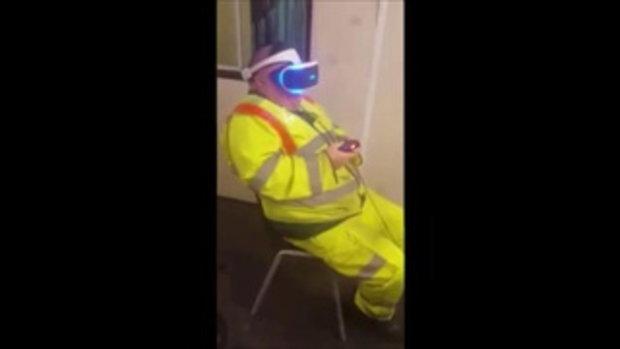 ตกใจหนักมาก ปู่ลองสวมแว่น VR เล่นเกมครั้งแรก กับรีแอ็คชั่นชวนยิ้ม