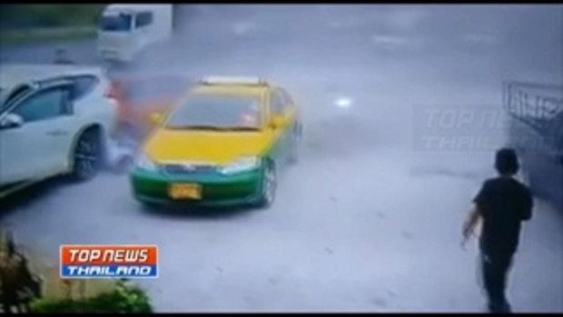 วงจรปิดจับภาพรถเก๋งเสียหลัก ชนคนขับรถแท็กซี่อาการสาหัส