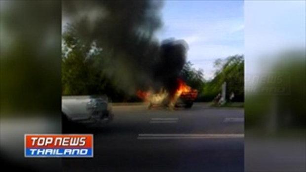 ไฟไหม้รถยนต์กระบะวอดทั้งคัน ขณะรอกลับรถตรงจุดยูเทิร์น
