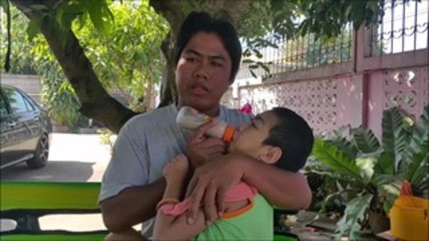 สุดยอดคุณพ่อ  เลี้ยงลูกพิการ 13ปีเพียงคนเดียว  วอนผู้ใจบุญช่วยเหลือ
