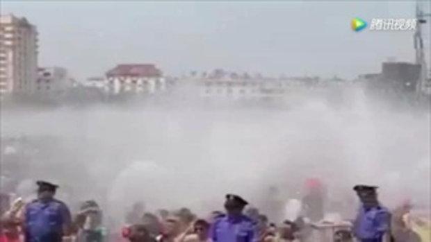 ผู้คนหลายหมื่นแห่ร่วม เทศกาลสาดน้ำสิบสองปันนา สุดคึกคัก