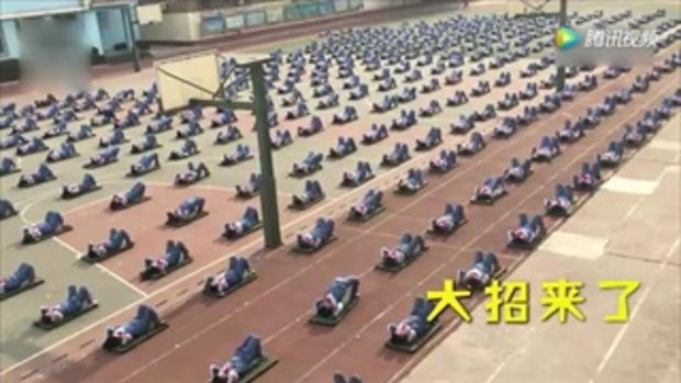 เด็กประถมโรงเรียนจีนออกกำลังกาย เก่งกันไม่เบา ทำพร้อมกันสุดๆ ฉีกขาก็ได้