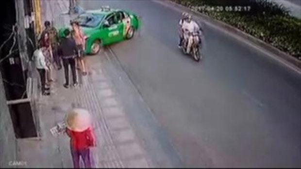 แท็กซี่ใจเด็ด เลี้ยวรถสกัดโจรกระชากกระเป๋า
