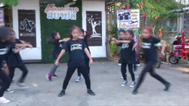 เด็กพิจิตรเต้นฮิพฮอพอย่างพร้อมเพรียง