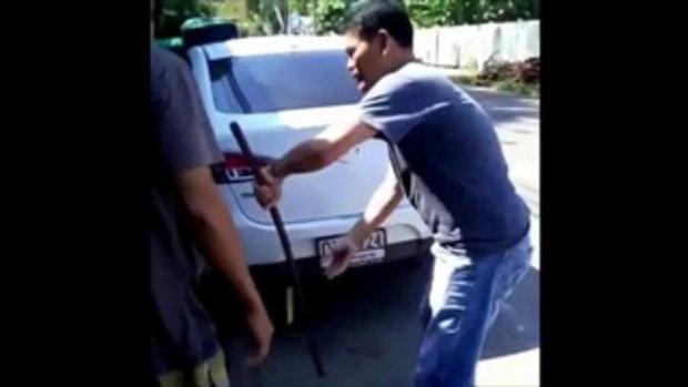หนุ่มทำร้ายแฟนเก่า ยัดท้ายกระโปรงรถ