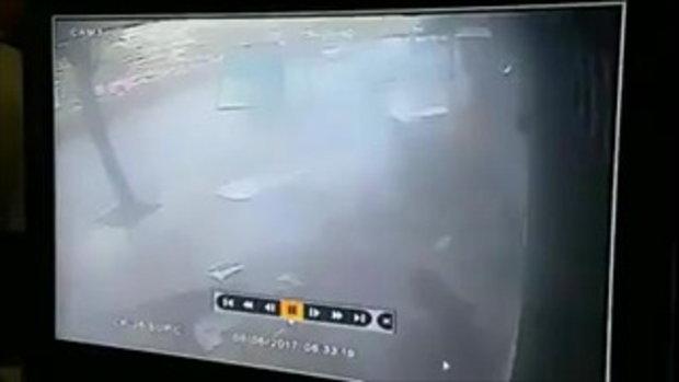เปิดคลิปนาที รถพุ่งชนป้ายรถเมล์ ซอยลาดพร้าว 97