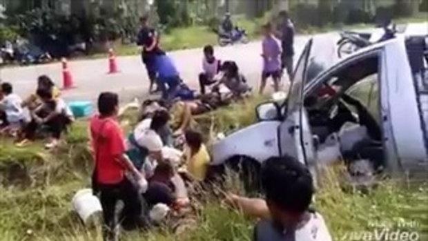 เกลื่อนถนน!!กระบะยางระเบิดพุ่งชนเสาไฟพังยับ ก่อนพลิกคว่ำหลายตลบ เจ็บ 14สาหัส6 ถนน359ปราจีนบุรี