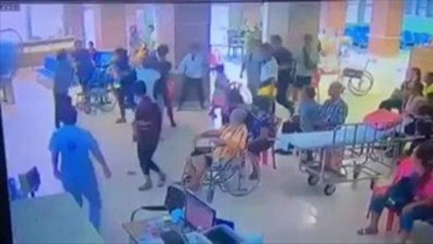 หนุ่มโหด! ทำร้ายแม่ชี แล้วไปซัดกับคนเข้ามาห้ามอีก หน้าห้องฉุกเฉินโรงพยาบาลแห่งหนึ่ง
