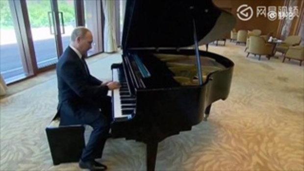 """ปูตินแสดงความคิดเห็นคลิปเล่นเปียโน """"แค่ดีดตัวโน๊ตไม่กี่ตัว"""""""