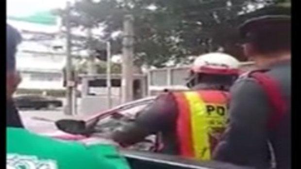 โดนแล้ว!!!ตำรวจจับคนนั่งหลังกระบะ