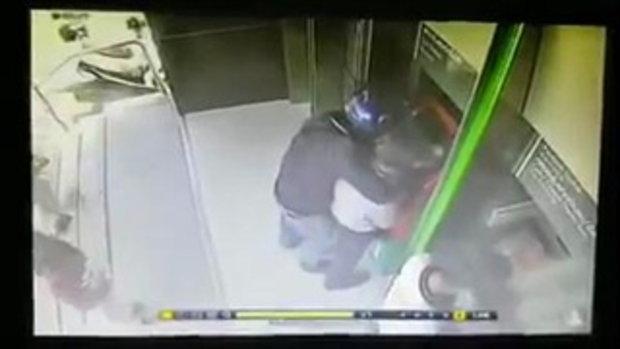 โจรแสบ! หน้าตู้ ATM แท้ๆ จะได้ใช้เงินอยู่แล้ว ดันถูกโจรมาจี้จนได้ !
