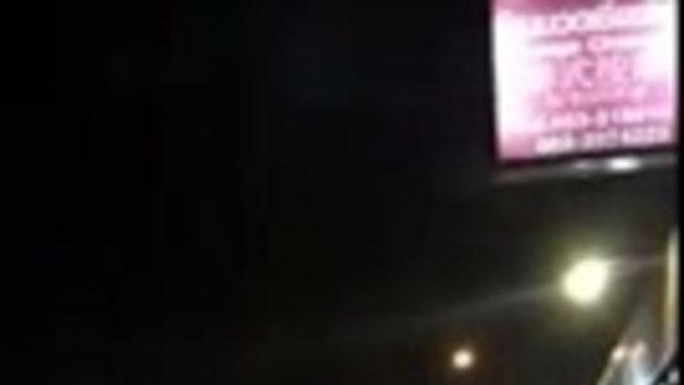 เตือนภัยระทึก!! สาวเจอคนงัดรถตัวเองต่อหน้าต่อตา คนร้ายบอก พี่ว่ารถน้องสตาร์ทไม่ติดแล้วแหละ