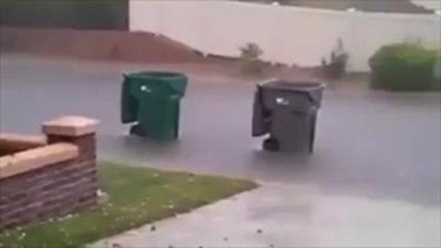 ตกใจหมด! รถถังขับผ่านหน้าบ้าน