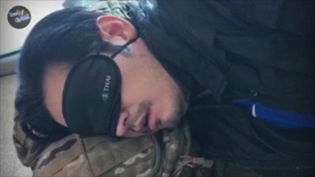 หนุ่ม ศรราม เทพพิทักษ์ พระเอกติดดินตัวจริง นอนหลับที่สนามบิน แบบนี้