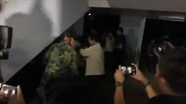 ด่วน สลด แม่เปรี้ยวเห็นลูกสาวถึงกับเป็นลมพับ ระหว่างตำรวจคุมตัวไปสอบปากคำที่ ศฝร.ภ.4 ข่อนแก่น
