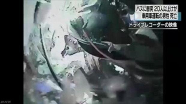 คลิปโหด MAZDA 2 ซิ่งหลุดโค้งลอยอัดรถบัส