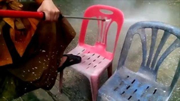 สุดยอดหลวงพี่..ไม่ต้องเสียเงินซื้ออีกต่อไป! เมื่อหลวงพี่นำเก้าอี้เก่ามาล้าง ผลที่ได้เกินคุ้ม!