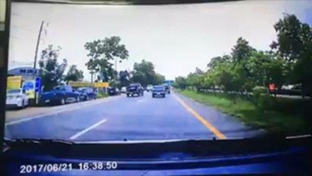 กระบะมักง่ายไม่ปิดท้าย ทำยางอะไหล่ตก กระเด็นใส่รถคันหลัง