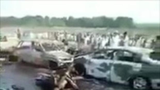 สภาพหลัง รถน้ำมันปากีสถานคว่ำ ประชาชนแห่แย่งชิงน้ำมัน เกิดระเบิดไฟไหม้ ตาย123 ศพคลิป