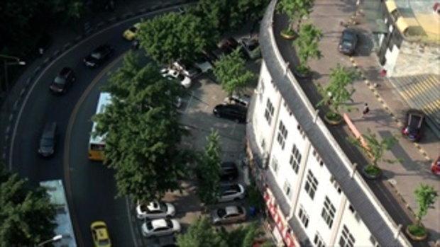 คิดได้ไง !!! ไอเดียสุดล้ำ จีนทำดาดฟ้าตึก เป็นถนนให้รถวิ่ง แล้วคนข้างล่างจะนอนได้ไหมนี่