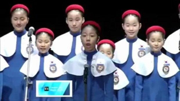 เยาวชนเกาหลีใต้ร้องประสานเสียงเพลง
