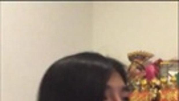 ฮาหนักมาก !! เมื่อสาวไทยนั่งเชียร์บอล มาเต็มทั้งพากย์อีสานและท่าเต้น