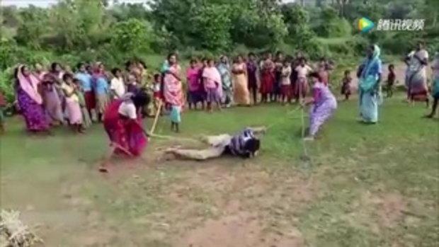 ชายอินเดียถูกหญิงรุมเฆี่ยนจนตาย หลังต้องสงสัยข่มขืนเด็ก