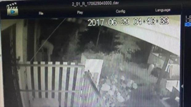 หนุ่มสุดงง! พบทารกถูกนำมาทิ้งหน้าบ้าน เปิดกล้องวงจรปิดดู พบหญิงสาวเดินเอาเด็กมาทิ้ง