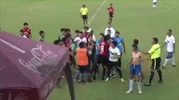 ใครทำลูกกุ!! #ผู้ปกครอง ต่อยนักฟุตบอลเด็ก17 ในสนาม! เมืองทอง VS บีจี (16'ก.ค.60)