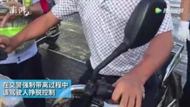ชายจีนเต้นไม่หยุด หวังไม่ให้ตำรวจจับ หลังทำผิดกฎจราจร