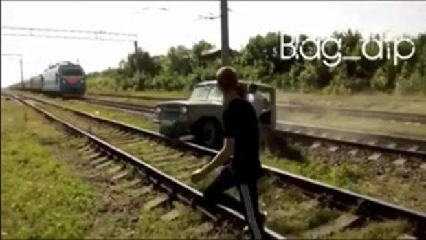 'เนท'ชิดซ้าย! หนุ่มดันรถจี๊บติดรางรถไฟ หนีตายทันเสี้ยววินาที ก่อนถูกรถไฟพุ่งขยี้