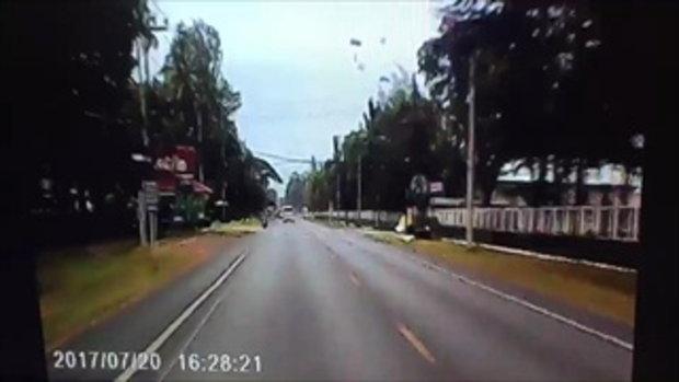 ช็อก ทหารกระโดดร่ม เกิดพลาด ร่างพาดสายไฟฟ้าแรงสูง ถูกช็อตต่อหน้าต่อตา