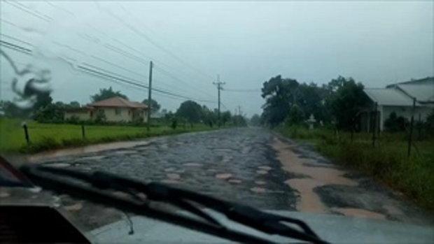 ชาวบ้านสุดทน! โวยถนนพังเละตั้งแต่เรียน จนเหมือนขับรถอยู่บนทางไปดวงจันทร์