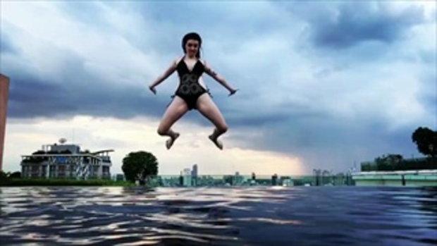 เจสซี่ วาร์ด กับช็อตกระโดดน้ำแบบสโลว์โมชั่น หนุ่ม ๆ ตาค้างกันทั้งบาง