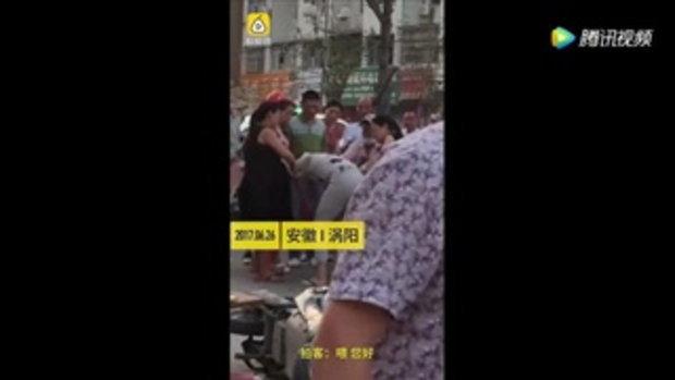 ตร.จับขัง 15 วัน ชายจีนตบพนง.หญิง หลังแย่งที่นั่งบนรถไฟ