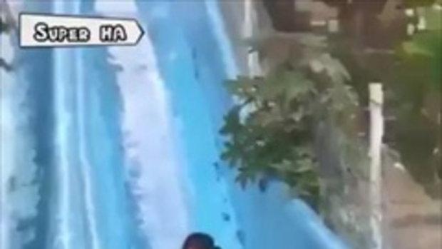 อุบัติเหตุไม่คาดฝัน เล่นสไลเดอร์ในสวนน้ำ