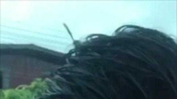 โตโน่ - ก้อง ห้วยไร่ ลุยน้ำท่วม แจกของช่วยเหลือชาวบ้านที่ จ.สกลนคร