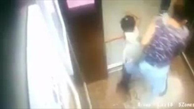 นาทีอุทาหรณ์ #ลิฟท์ติดมือเด็ก!