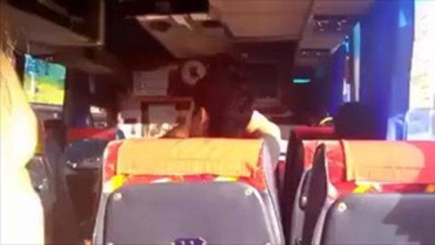 เอือมระอา! หนุ่มเมาโวยวายบนรถทัวร์ พอตำรวจมาเรียกไปสงบสติ อ้างรู้จักคนยศพันโท