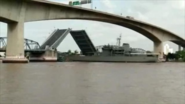 เรือหลวงสุรินทร์ชนสะพานกรุงเทพ เสากระโดงหัก