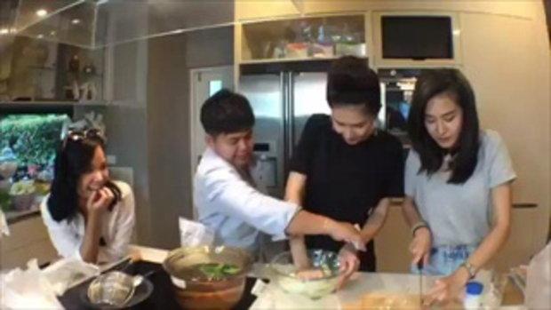 เนย โชติกาโชว์ฝีมือทำ ขนมโค มีป้อนสามีด้วย น่ารักซะจริงๆ!